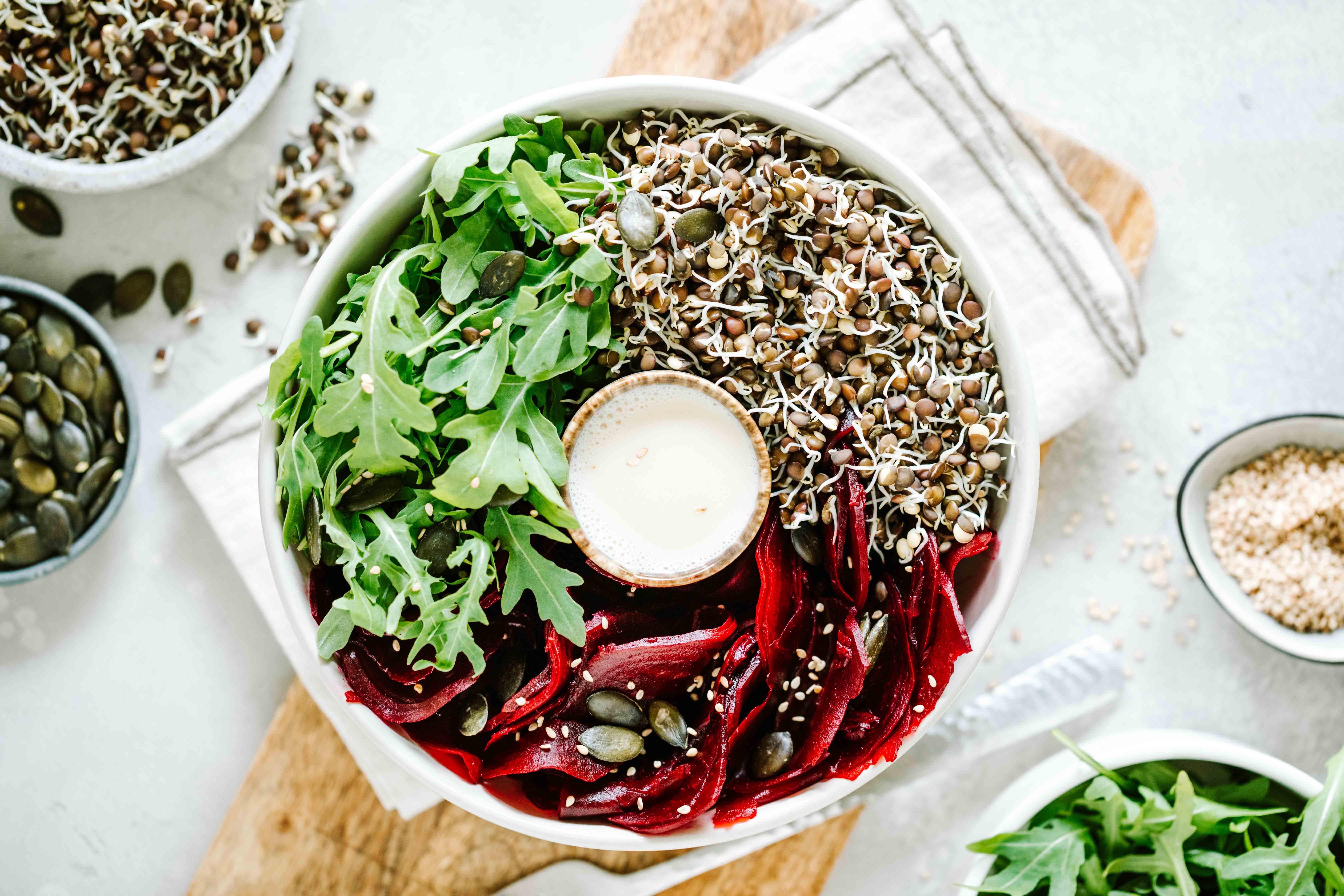 Rote Beete Salat mit gekeimten Linsensprossen
