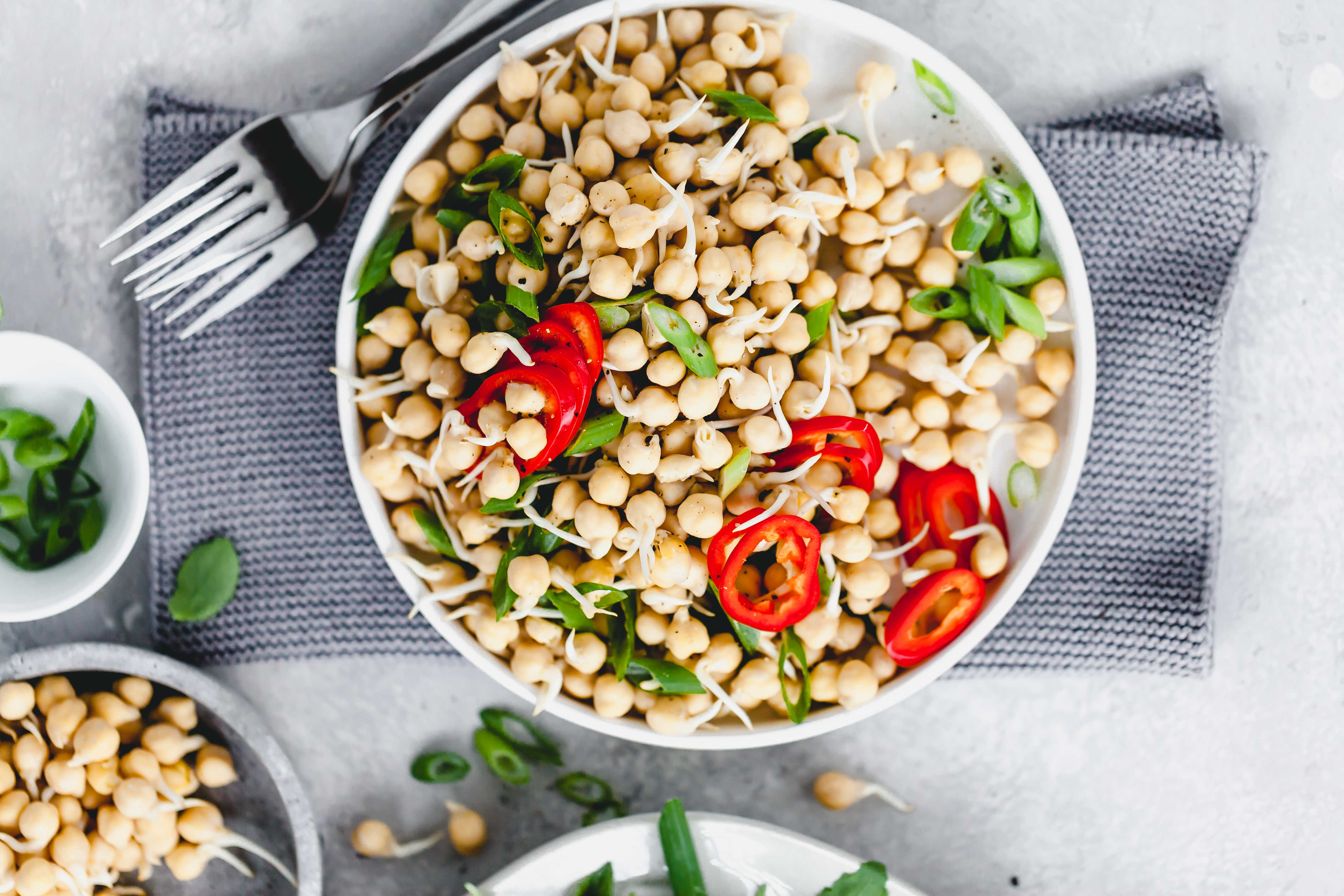Kichererbsen Salat aus gekeimten Kichererbsen