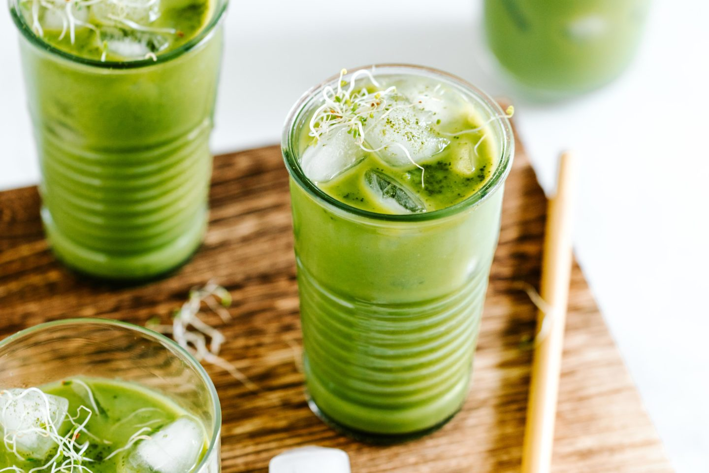 Metabolic Green Smoothie mit Alfalfa Sprossen
